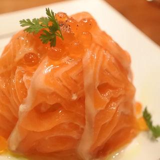 サーモンといくらのポテトサラダ(ビストロ魚丸 )