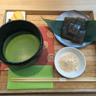 わらび餅 抹茶付き(茶庭 然花抄院 渋谷ヒカリエ ShinQs店 (ぜんかしょういん))