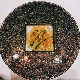 カラスミと小澤さんのフルーツカブのスパゲティーニ(マレッタ )
