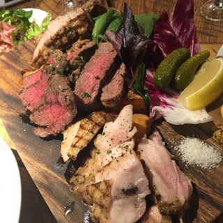 肉三種盛り(ル バーラ ヴァン サンカンドゥ (Le Bar a Vin 52))
