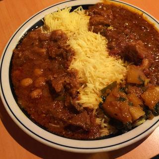 あいがけカレー (ガーリックチキン、ひよこ豆とマトン) バスマティライス(シンズ・キッチン (Singh's Kitchen))