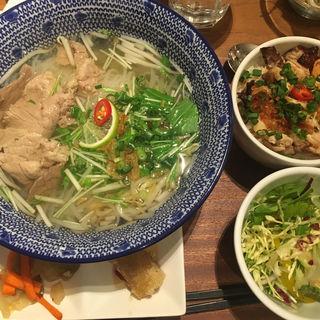 選べるフォーとベトナムご飯セット(ベトナミーズ・シクロ 六本木 (VIETNAMESE CYCLO))
