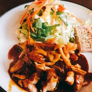 鶏のロースト、キノコソース付(洋食kogame)