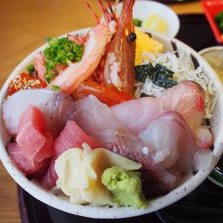海鮮丼(上)(なぎさ食堂 )