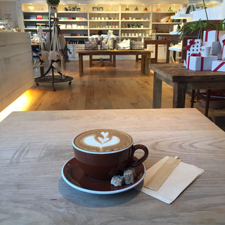 カフェラテ(RH Cafe 六本木店)