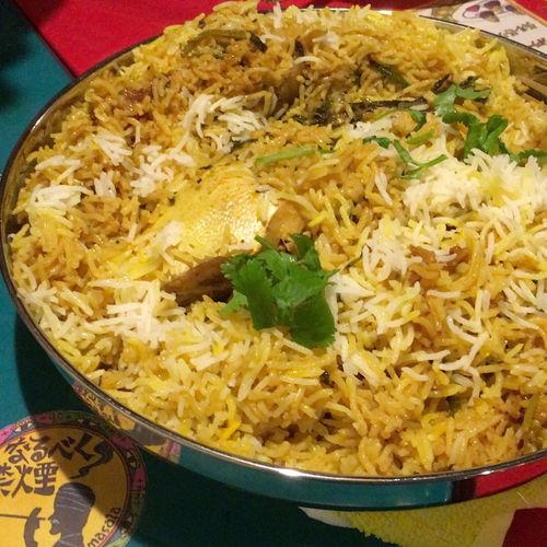 鰤のビリヤニ ふっくらとしたバスマティ米に、豪快に鰤がどーんと入っています! ビリヤニ好きも、ビリヤニ初めての人にも満足できる一品!