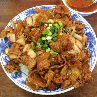 多めの焼肉丼とスープ(らんち)(チャーハンじじい 浜北店 )