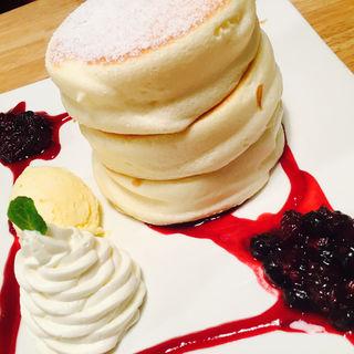 ミックスベリーのパンケーキ(cafe &a dining fleur)