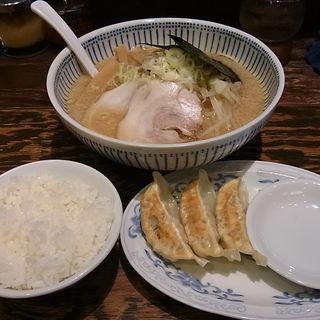 サービスランチ(ハッスルラーメン ホンマ 浜町店 )