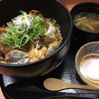 神戸牛A5ランクの究極のすじ肉を100%使用した「すじ玉丼 極み」(糀屋 (KOUJI-YA))