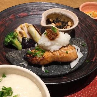 醤油麹漬けメカジキのステーキ定食〜おろし醤油麹添え〜(大戸屋 テラッソ姫路店 )