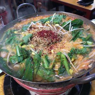 納豆味噌チゲ鍋 Mサイズ(コーラ 池尻店 (KO-LA))