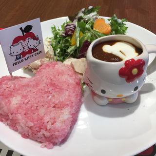 ハローキティのLOVEたっぷりのビーフストロガノフ(オリジナルマグカップ付き)(THE GUEST cafe&diner)