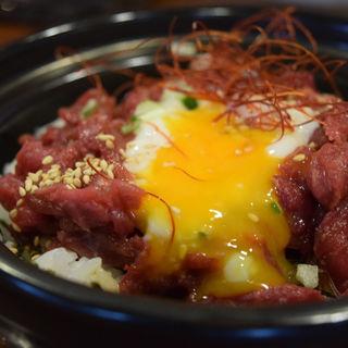 特選馬肉赤身のユッケ丼(馬肉×ワイン 気まぐれバル 恵比寿 Whim)