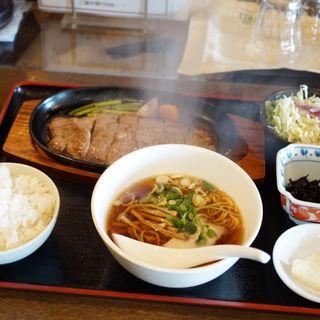 牛サーロインステーキ定食(ラーメン・定食・餃子の店 政宗 )