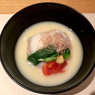 京風白味噌仕立て お雑煮(銀座 圓 )