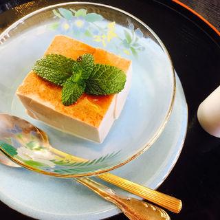 シナモン豆腐  黒蜜付(とようけ茶屋)