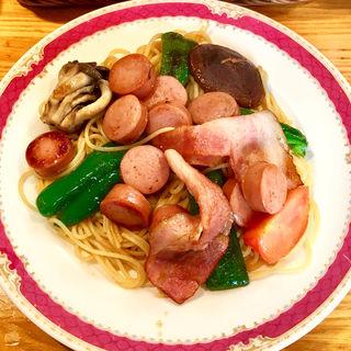 ベーコンとソーセージのスパゲッティ(おしょう油味)(HASHIYA)
