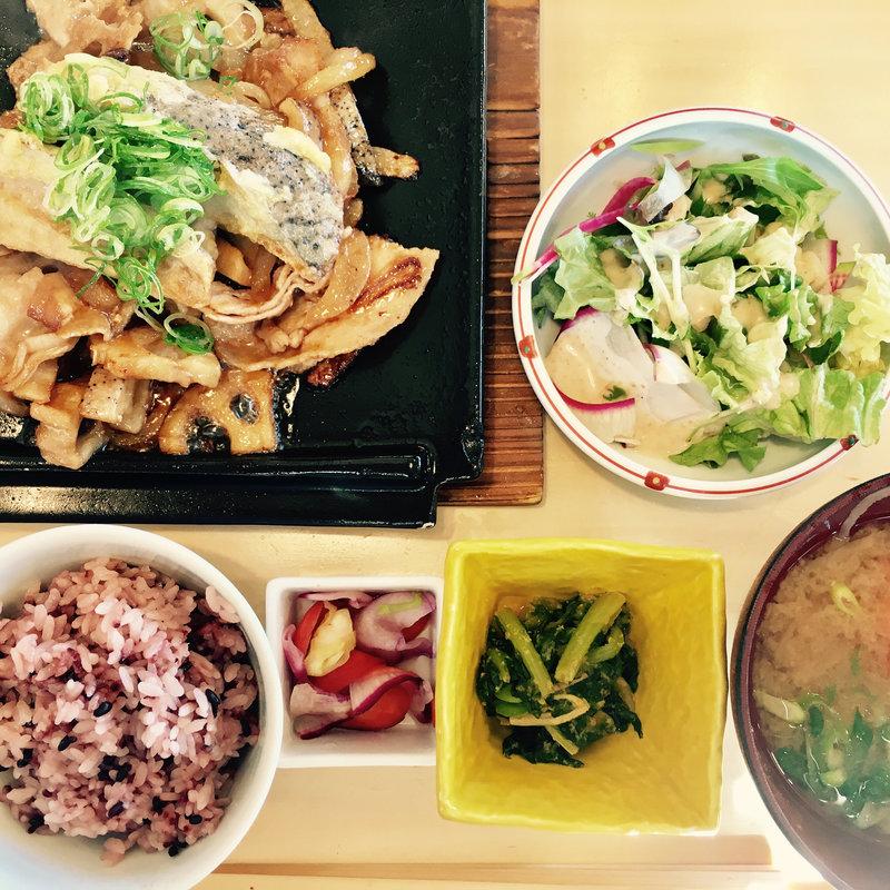 宮本三兄弟のレンコンたっぷり豚の生姜焼き定食