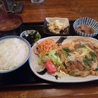 カツ丼のお別れ定食(風景 (ふうけい))