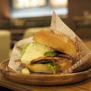 アボカドベーコンバーガー(ブレンドコーヒーセット)(肉が旨いカフェ NICK STOCK本町通り店)