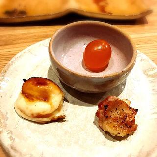 スピチコと比内地鶏の手羽中、比内地鶏のキンカンの燻製(とり茶太郎)