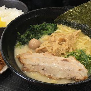 塩ラーメン(横浜家系ラーメン 八段)