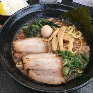魚介醬油ラーメン(横浜家系ラーメン 八段)
