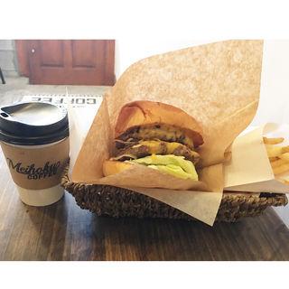 ハンバーガーセット(ダブルパテ)チーズトッピング(MEIHOKU Burger)