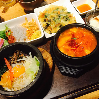 石焼ビビンパとスンドゥブチゲセット(韓美膳 ラクーア店 (ハンビジェ))