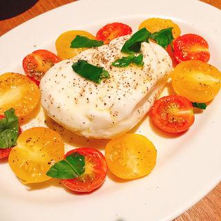 フルーツトマトと水牛ボッコンチーニのカプレーゼ(マルゴーグランデ (MARUGO GRANDE))