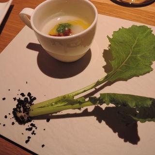 蕪だけで作ったスープ クロテッラジベッロと土から引き抜いた蕪とともに(バルバ ビアンカ (Barba Bianca))