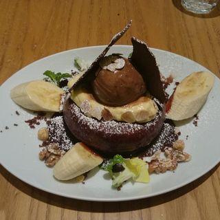 ココアパンケーキ バナナムースとショコラキャラメルソース(デイビット・マイヤーズ カフェ (DAVID MYERS CAFE))