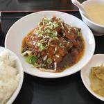 角煮定食 食べる辣油
