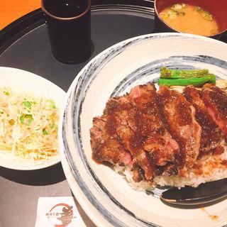 ステーキ丼(横濱牛鍋 善 )
