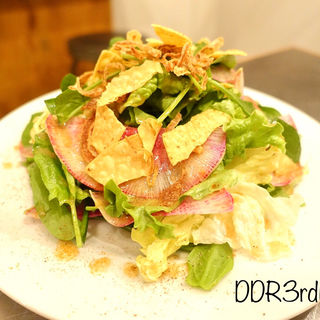 サラダホウレン草と紅芯大根のサラダ(No.18ダイニングバー (No.18 DINING&BAR))