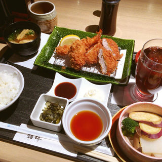 満足セット(ドリンク付き)(とんかつ料理と京野菜 鶴群 大丸梅田店 (たづむら))