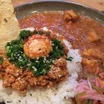 三種の鶏のチキンカレーとキーマカレーのあいがけ(spiceスエヒロ (スパイススエヒロ))