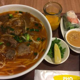 じっくり煮込んだ牛肉のコラーゲンフォーのセット(フォー ハノイ トウキョウ (Pho Hanoi TOKYO))