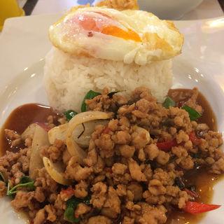 豚挽き肉のガパオ炒めごはん(ソウルフードバンコク)