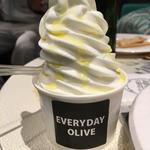 ソフトクリーム (カフェ&イベントスペース エブリデイ・オリーブ)