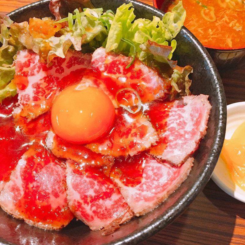 ボリューム満点!なんばで有名な肉丼を一挙ご紹介!