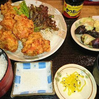 鶏のからあげと水ナスの浅漬け定食(普通の食堂いわま )