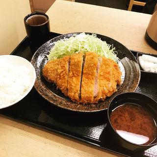 【限定】厚切ロースかつ定食(とんかつまるや 有楽町店 )
