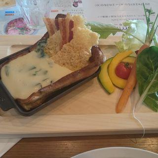 チーズ温泉パンケーキ バーニャカウダ仕立て(THE THEATRE TABLE)