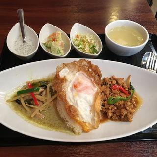 SET-1:鶏ひき肉のバジル炒め & グリーンカレー(タイレストランBOSS 本店 (Thai Restaurant BOSS))