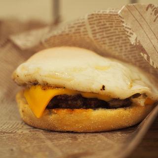月見チーズマフィン(milia burger)