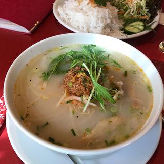 スパイシートマトスープのフォー(ニャー・ヴェトナム)