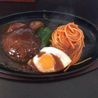 ハンバーグ焼きセット(ライスorパン,サラダ)(れすとらん仔馬 刈谷店 (レストランコウマ))
