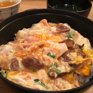モツ入り親子丼(鳥つね自然洞 (とりつねしぜんどう))
